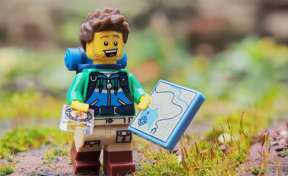 esploratore con mappa