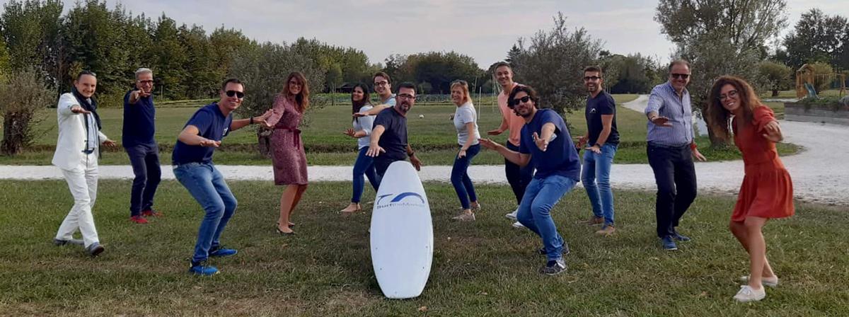 Partner surf the market