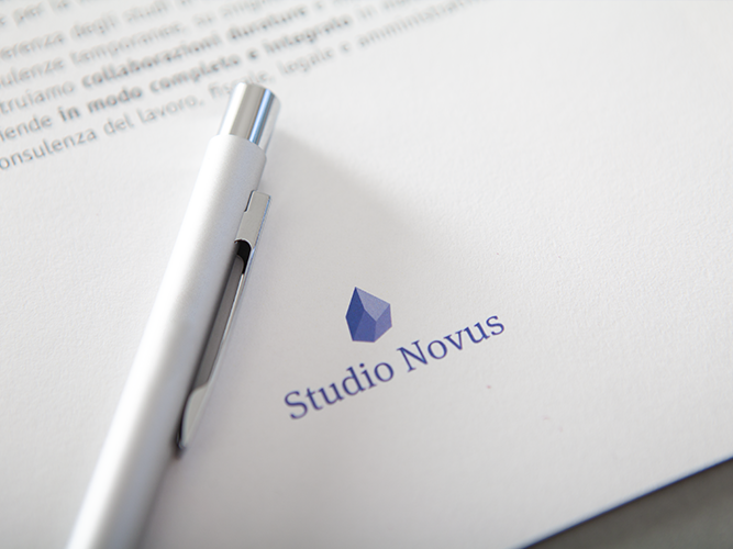 Penne, gadget e immagine coordinata per studio associato Studio Novus